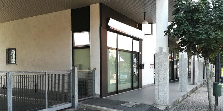 id_158_negozio_gorla_minore_esterno_3