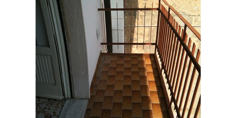 id_270_trilocale_marnate_balcone