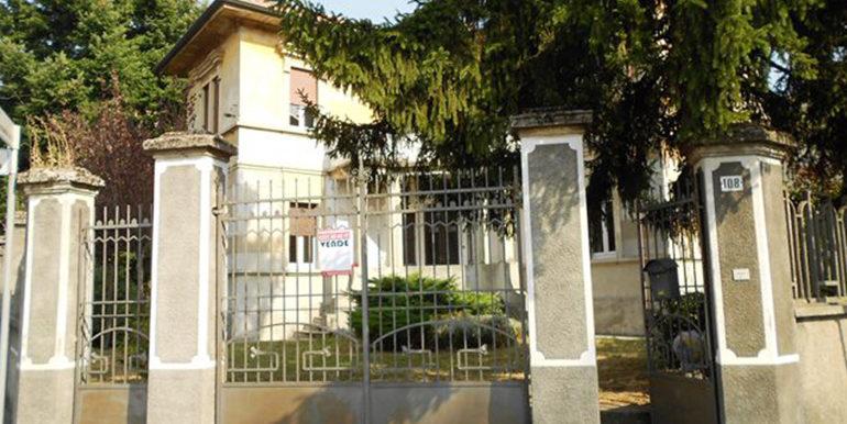 id_407_villa_d_epoca_legnano_esterno_2
