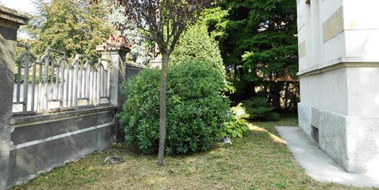 id_407_villa_d_epoca_legnano_giardino_2