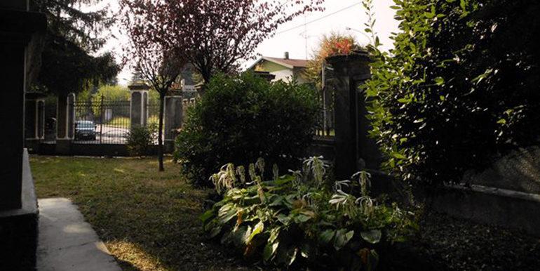 id_407_villa_d_epoca_legnano_giardino_4