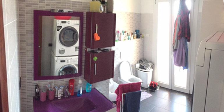 id_412_ampio_appartamento_castellanza_bagno_lavanderia