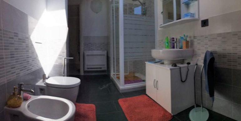 id_412_ampio_appartamento_castellanza_bagno_mansarda