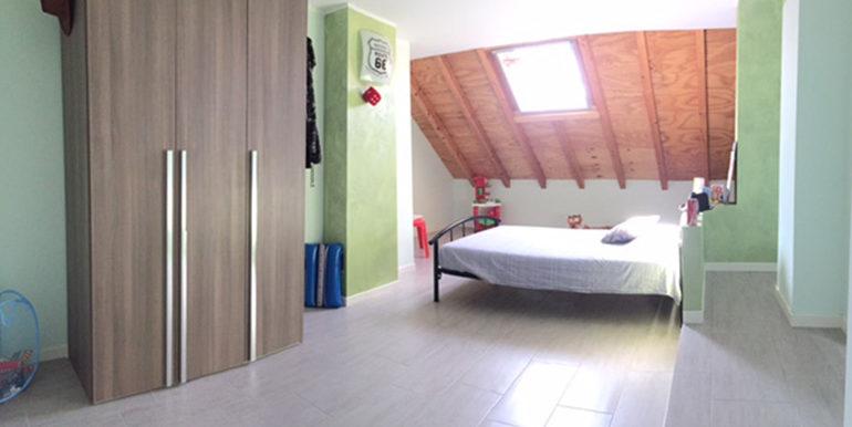 id_412_ampio_appartamento_castellanza_camera_mansarda