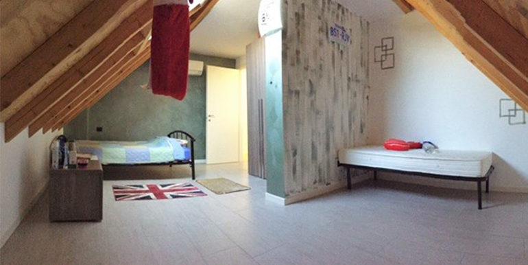 id_412_ampio_appartamento_castellanza_camera_mansarda_2