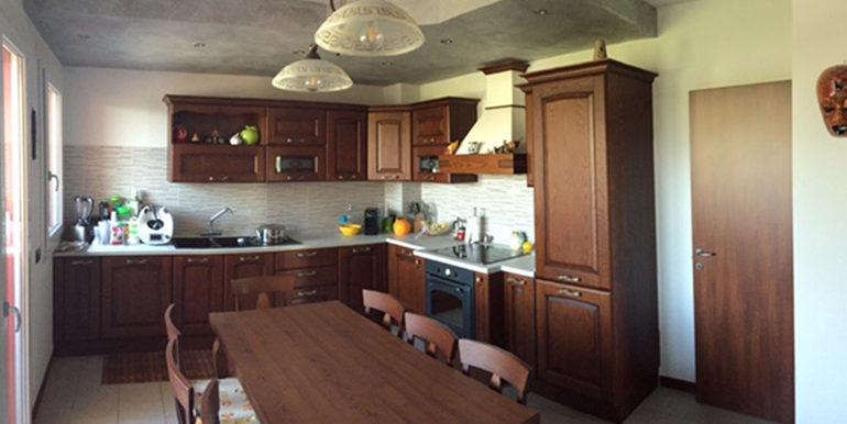 id_412_ampio_appartamento_castellanza_cucina