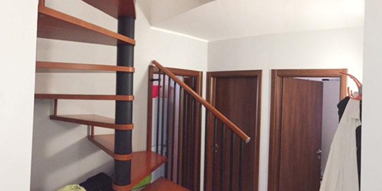 id_412_ampio_appartamento_castellanza_scala