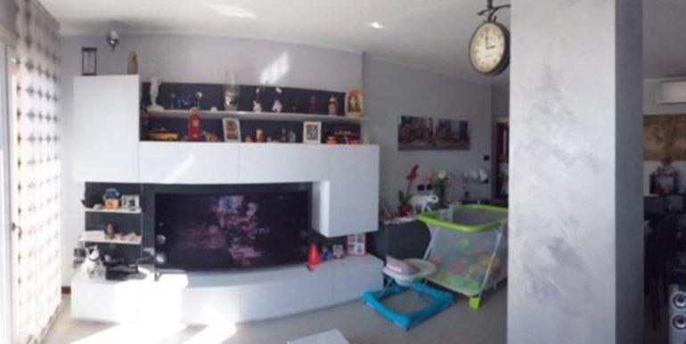 id_412_ampio_appartamento_castellanza_soggiorno