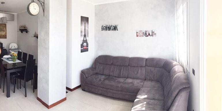 id_412_ampio_appartamento_castellanza_soggiorno_2