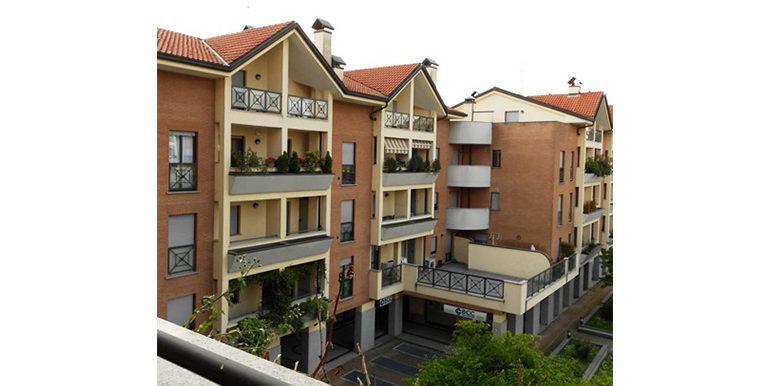 id_458_bilocale_castellanza_balcone