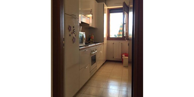 id_469_bilocale_busto_arsizio_cucina