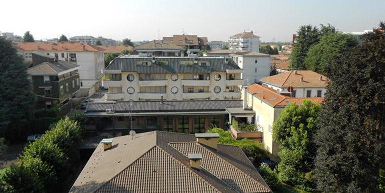 id_471_trilocale_busto_arsizio_vista_balcone